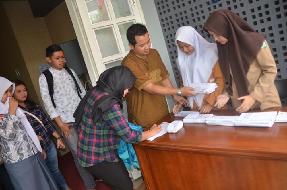 Pengambilan Hasil Tes Penerimaan Mahasiswa Baru Gelombang Pertama