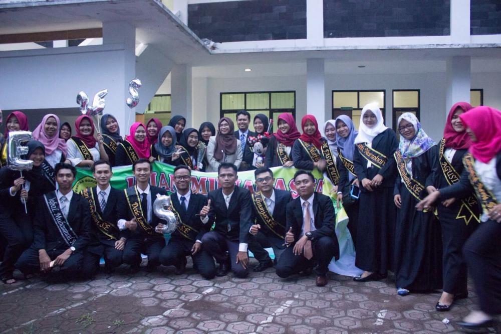 Selamat dan Sukses kepada seluruh mahasiswa angkatan 2013 atas sidang kelulusannya dan mendapatkan  gelar sarjana